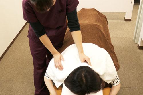 頭痛施述首のマッサージ